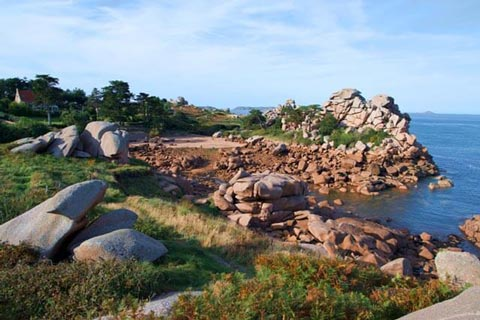 Discover the Pink Granite Coast on your bike